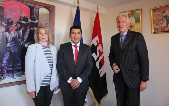 De izquierda a derecha, la presidenta de la Fundación Paz y Cooperación, Rosa Olazábal; el embajador Carlos Midence,  y el Asesor y Promotor de Inversiones, Carlos M. Matilla.